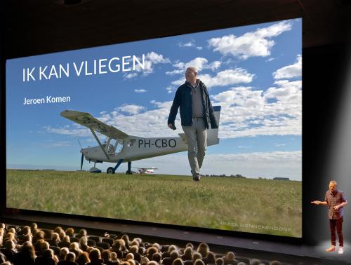 Live multimedia theatershow Ik kan vliegen plus publiek_small