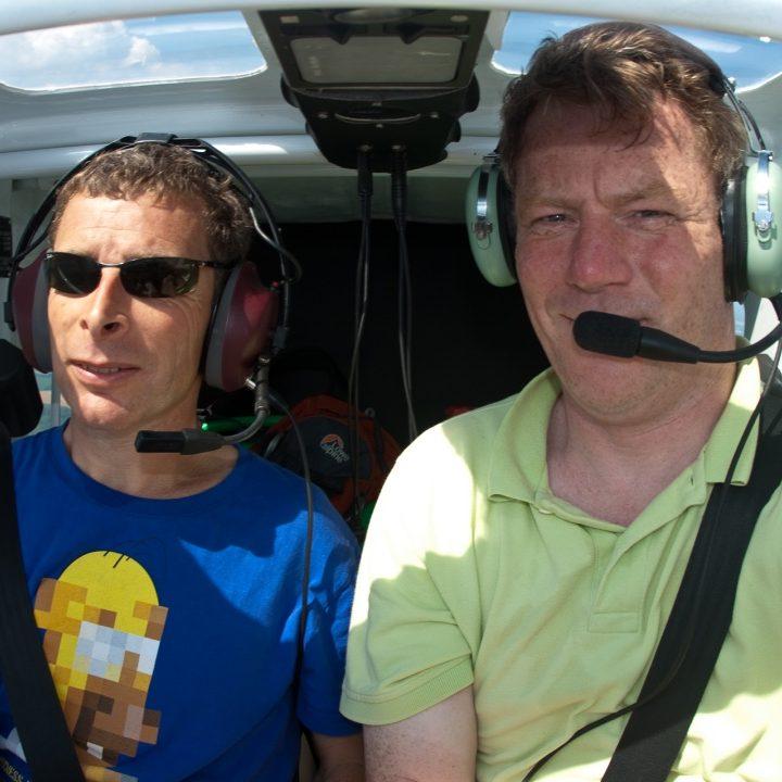 Hans Sibbel vliegt met Jeroen Komen